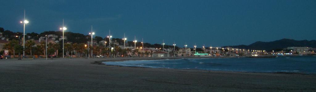 Fin de soirée sur la plage, Six-Fours-les-Plages